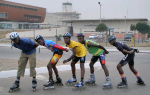 5 Ghana speedskaters pose in a paceline